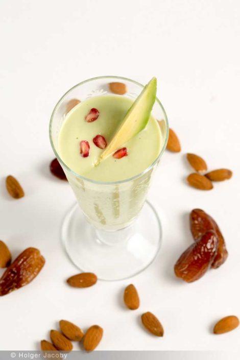 Avocado-Smoothie mit Datteln