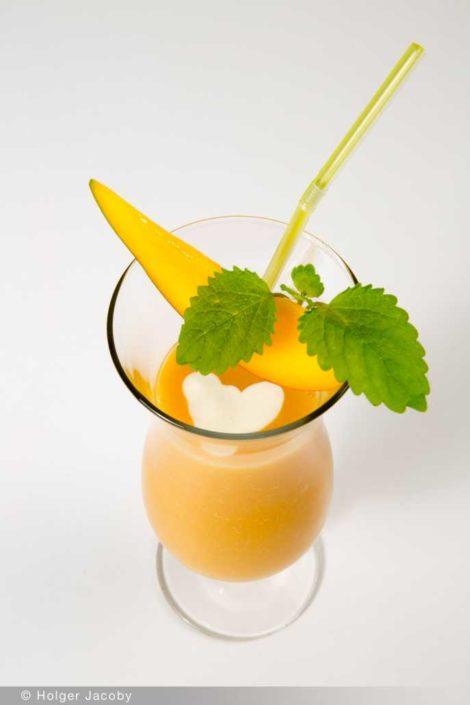 Mango-Smoothie mit Vanilleeis